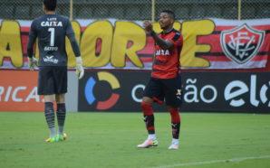 Marinho foi jogador mais caçado em campo no Brasileirao 2016 (Foto:Francisco Galvao/Site oficial do Vitoria)