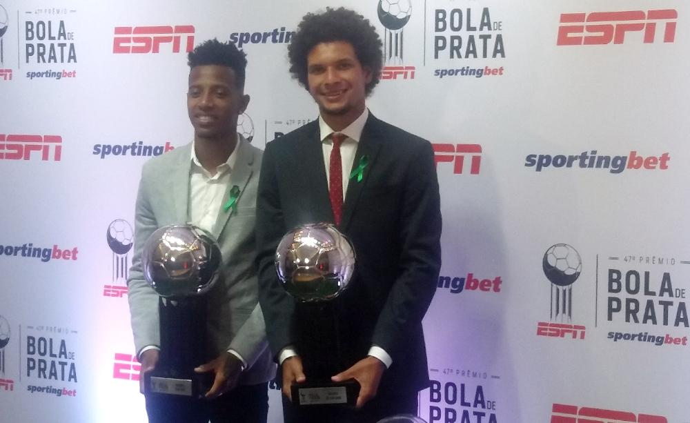 Willian Arão e Tchê Tchê ganharam o Bola de Prata como melhores volantes do Brasileirão - Crédito da foto: Márcio Donizete/Torcedores.com