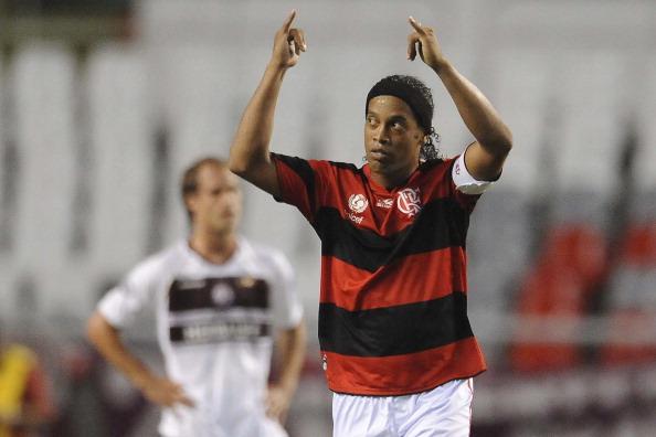 Bateu saudade? Ronaldinho posta v�deo de quando jogava pelo Flamengo