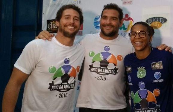 Os judocas Flávio Canto (E) e Rafaela Silva (D), com o ex-judoca e lutador de MMA Léo Leite (C) (Foto: Karoline Rodrigues/Torcedores.com)