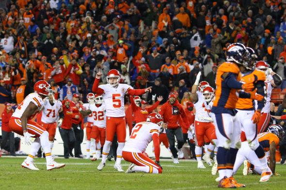 Cairo Santos acerta chute decisivo contra o Denver Broncos