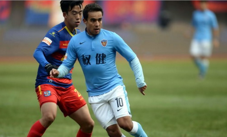 Jadson rescinde contrato com Tianjin e fica perto do Corinthians