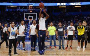 Jô representa Corinthians e participa de desafio em partida da NBA