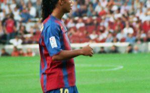 Ronaldinho está perto de voltar para o Barcelona