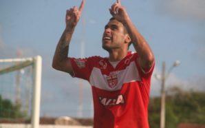 Sérgio Mota marca três dos quatro gols regatianos diante do Miguelense (Foto: Douglas Araújo / Ascom CRB)