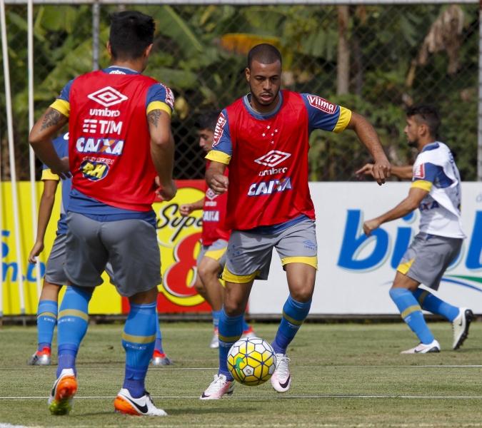 Lateral é um dos setores mais disputados no Cruzeiro