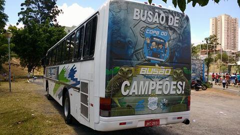 Ônibus foi personalizado para o time campeão (foto: Eduardo Lima)