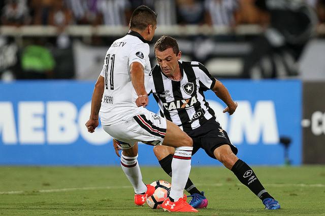 Botafogo garante vitória no último minuto e segue vivo na Taça Guanabara