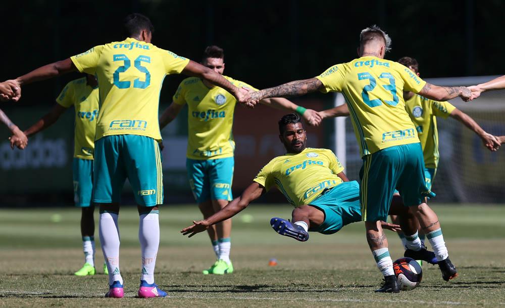 Suspeita se confirma e Moisés está fora do Palmeiras por seis meses