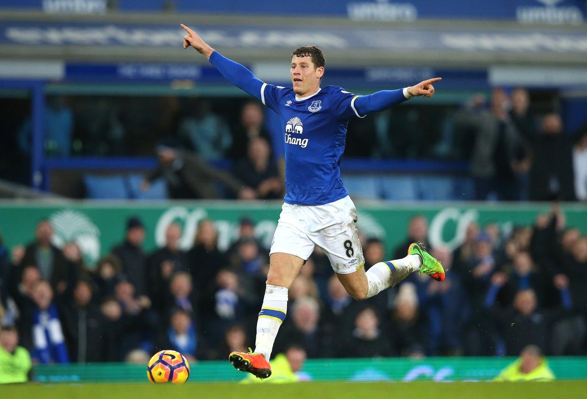 Pode isso? Jogador Ross Barkley, do Everton, comemora gol antes de finalizar em goleada na Inglaterra