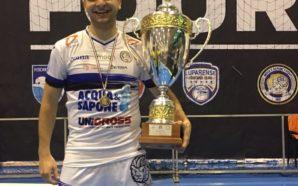 Canabarro com o troféu do Torneio de Inverno