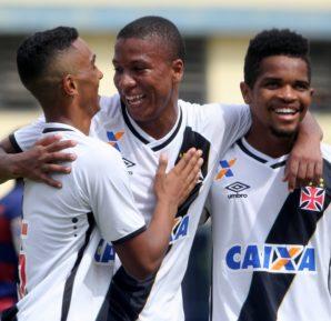Felipe Santos (C) Foto: Paulo Fernandes/Vasco.com.br