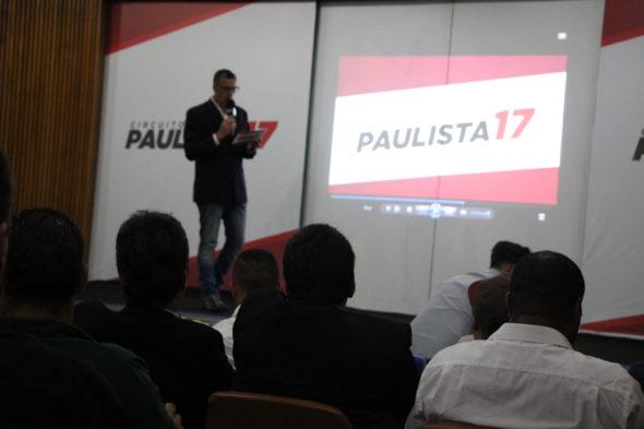 Mestre de Cerimônia Luiz Fernando, faz as honras da Liga F7 Paulista. (Foto: Raquel Costa / Divulgação)