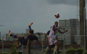 Gol de bicicleta de Carlão, do São Caetano, na A-2