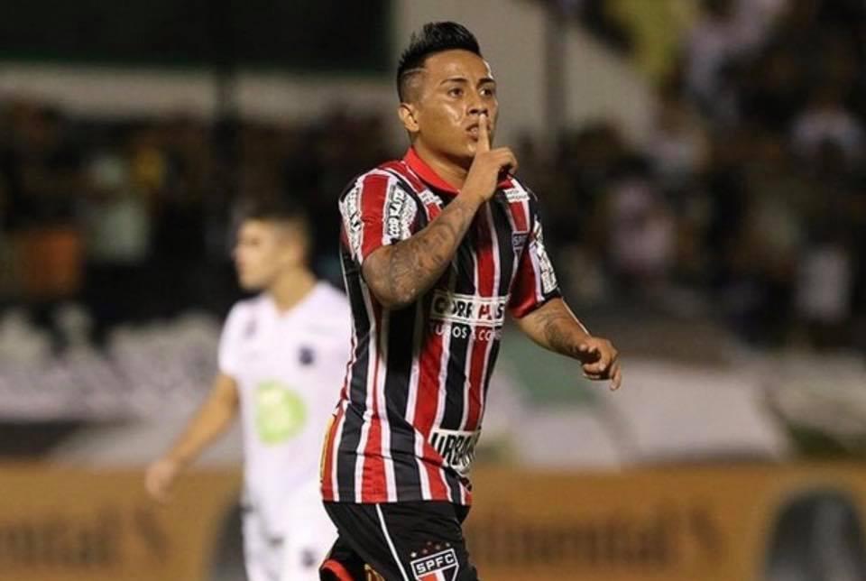 Corinthians vence São Paulo e fica perto da final do Paulistão