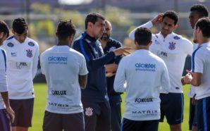"""Carille relaciona 22 jogadores para """"decisão"""" em Porto Alegre"""