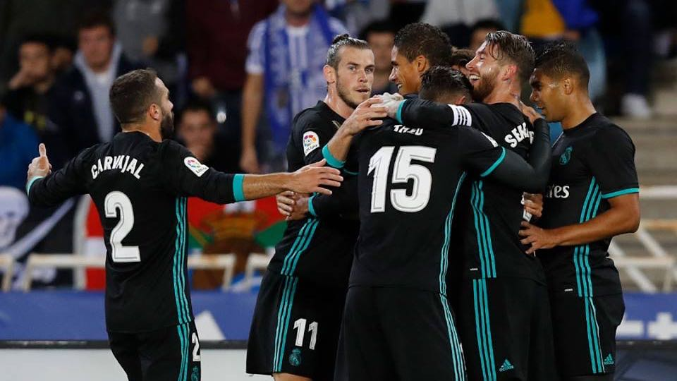 A comemoração do Real Madrid na vitória sobre a Real Sociedad