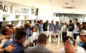 Oração dos atletas do Ceará após primeiro jogo da final da Série C