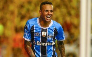 Luan, do Grêmio, na semifinal contra o Barcelona em Guayaquil