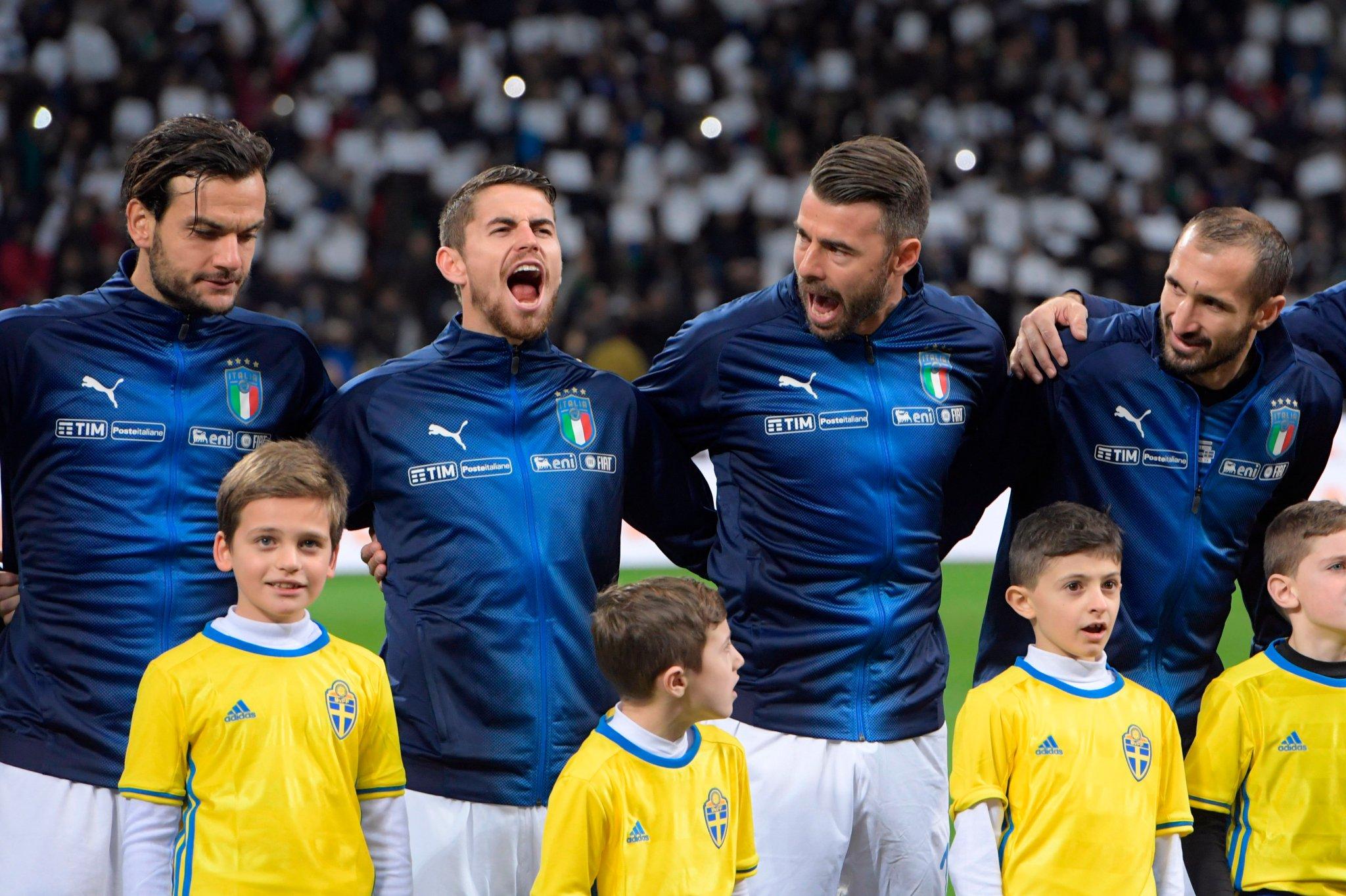 Jorginho (segundo da esquerda para a direita) estreia pela seleção da Itália (Foto: Reprodução/Twitter oficial das Eliminatórias da UEFA para a Copa do Mundo)