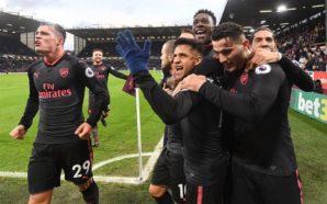 Jogadores do Arsenal comemoram gol na Premier League