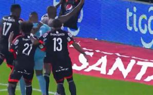 Ex-Flamengo, Cristian Borja comemora à la Messi o gol que eliminou o Junior Barranquilla do Campeonato Colombiano