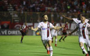 Diego comemora gol contra o Vitória, que classificou o Flamengo para a Libertadores 2018