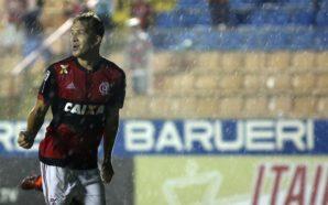 Com lançamentos e cobranças de falta, Matheus Dantas é um dos destaques do Flamengo na Copinha