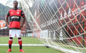 O atacante colombiano Marlos Moreno deve fazer sua estreia antes do clássico Flamengo x Vasco